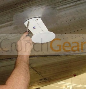 thumb-aircell-atg-antenna-being-installed-on-aa-767-jan-08.jpg