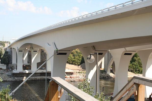 800px-Saint_Anthony_(35W)_Bridge_river_view_2008-09-18