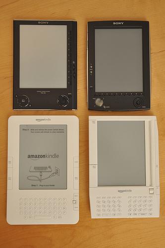 2x2 Comparison Amazon Kindle & Sony eBook, by jblyberg