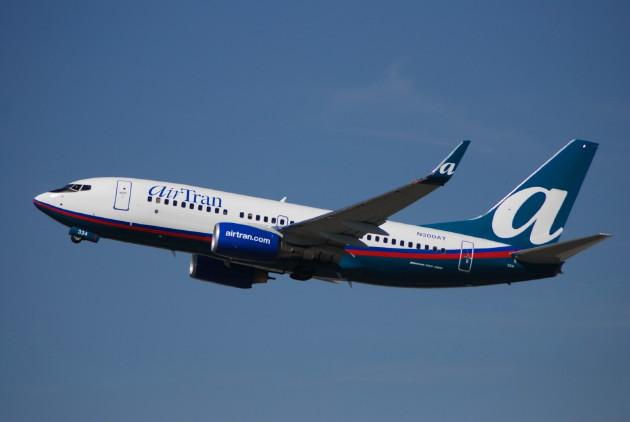 airtran-737-700-wl-n300at-04tko-fll-bdlr