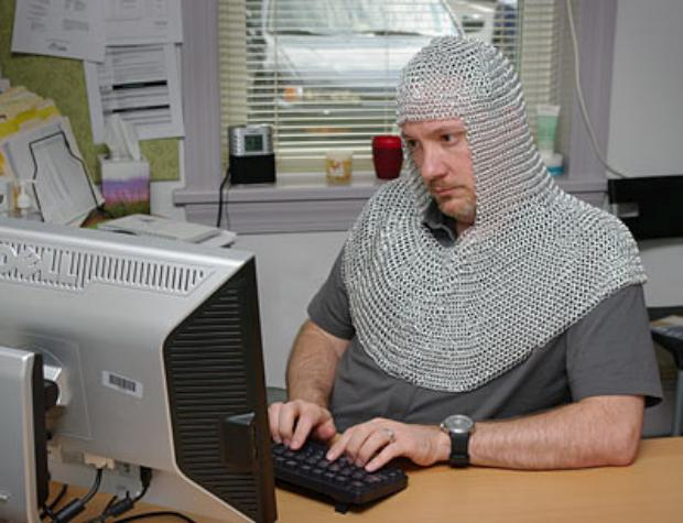 b53e_chain_mail_coif_inuse
