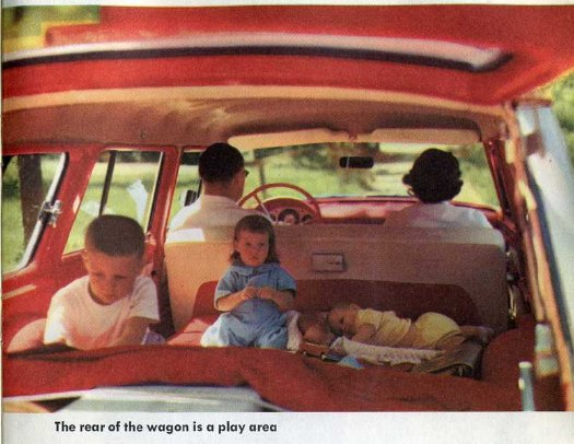 station_wagon_living_play