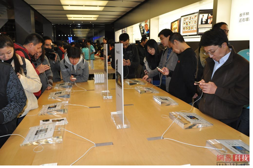 china_beijing_Apple_store_evening_2