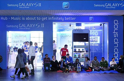 Samsung Crashes Australian iPhone Line With $2 Galaxy S IIs