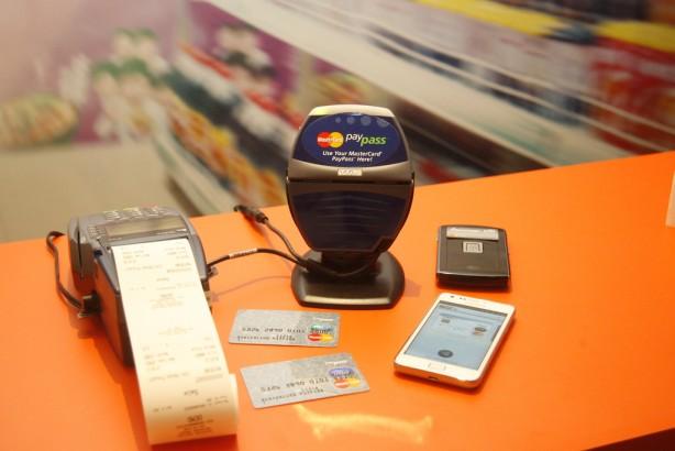 Digital Wallet Battle Heats Up As Visa And MasterCard Enter