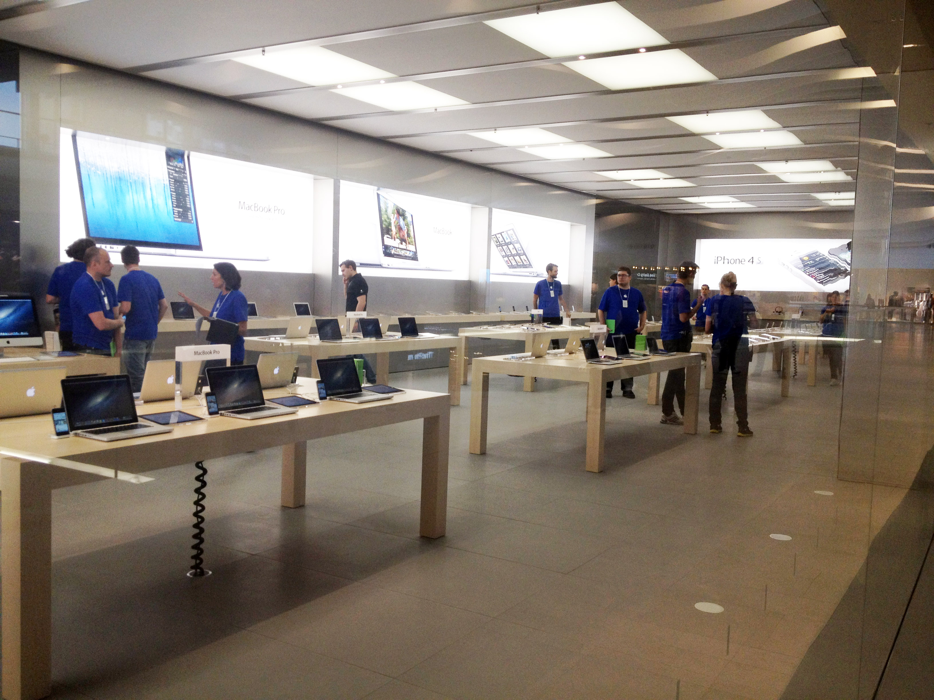 look inside apple s first swedish retail store opening tomorrow rh techcrunch com apple store service desk apple store sydney help desk