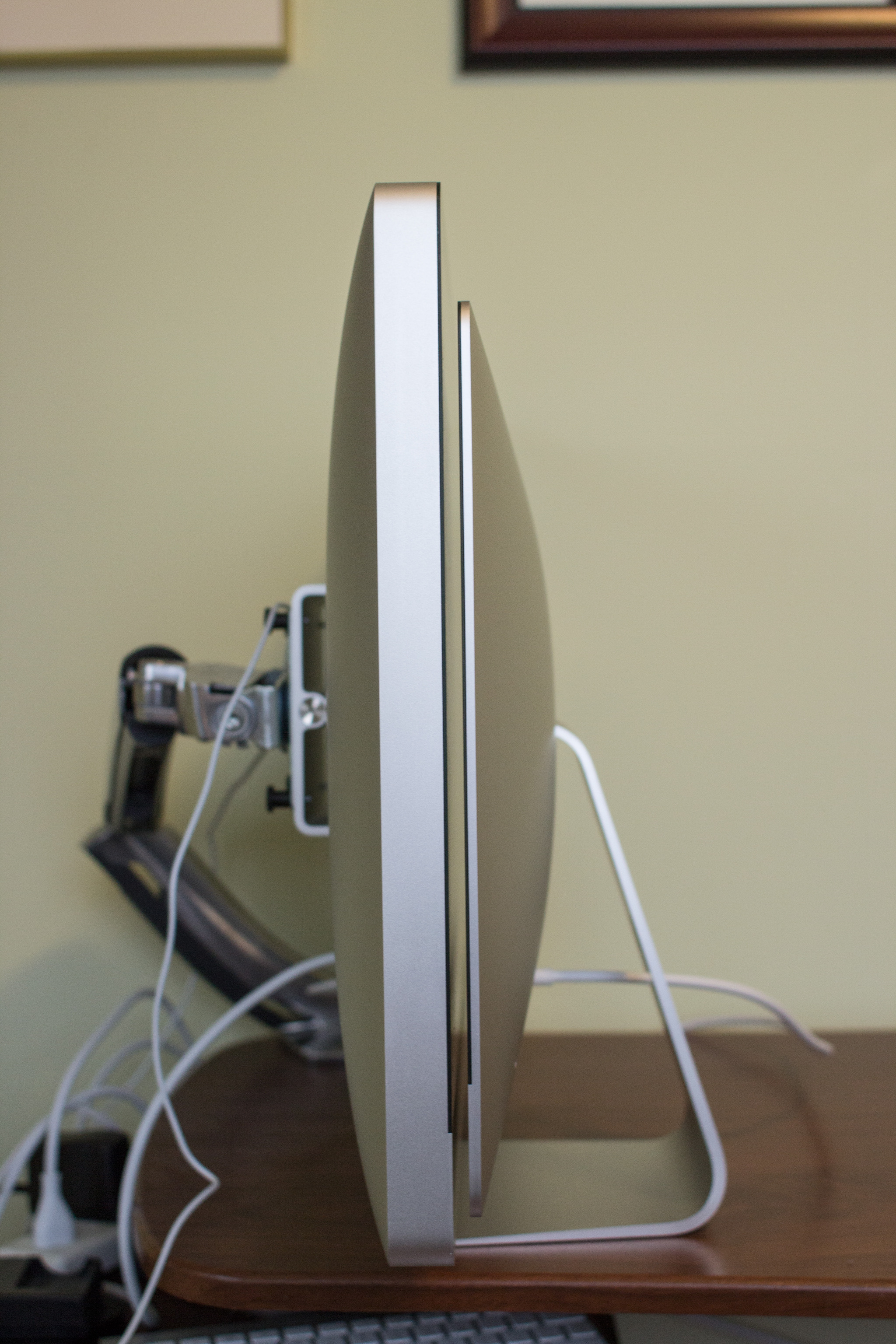 2011 iMac (left) thickness comparison to 2012 iMac (right)