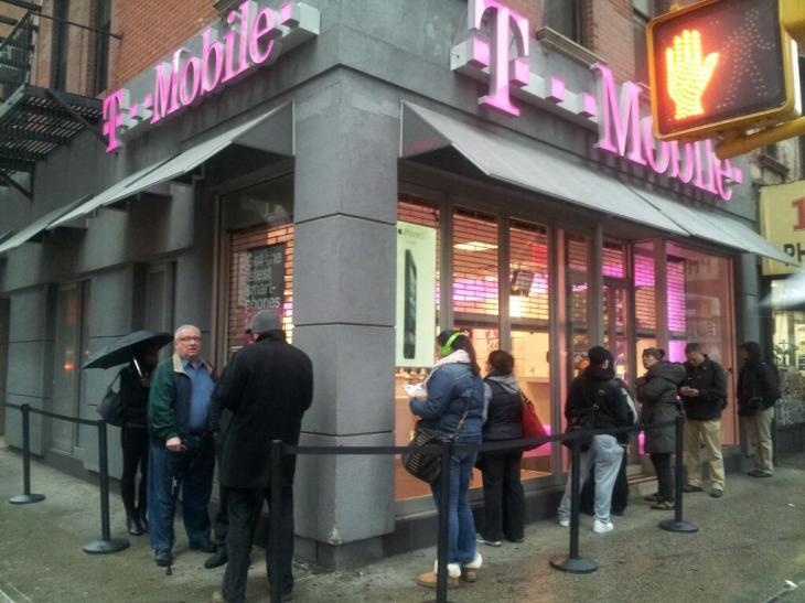 T Mobile Begins 99 Iphone 5 Sales Sees Lines At Retail Stores