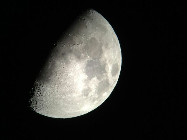 Snapzoom Shuttr Moon