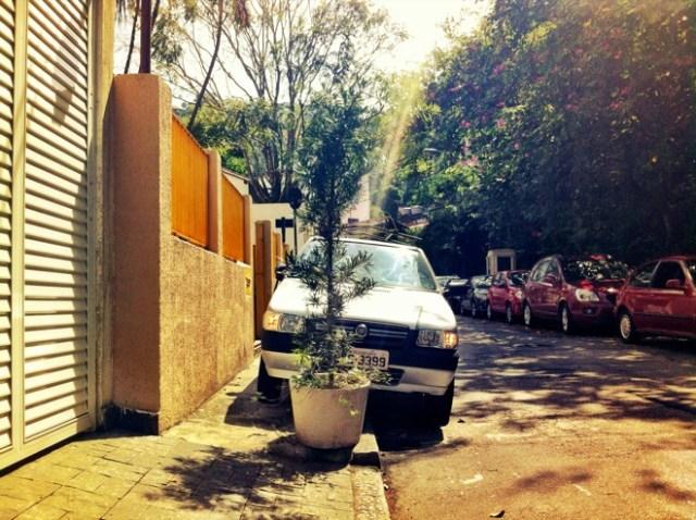 jruv_sidewalk car_Gavea 2