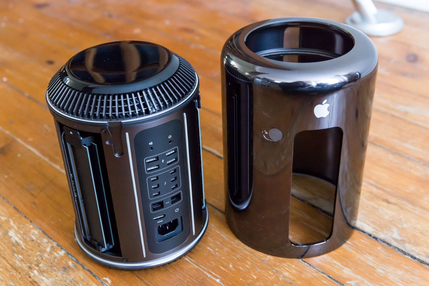 the latest ac56f 475ce 2013 Mac Pro Review: Apple's New Desktop Boasts Dramatic Redesign ...