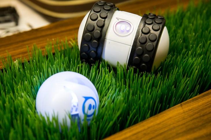 Sphero 2B and Sphero 2.0