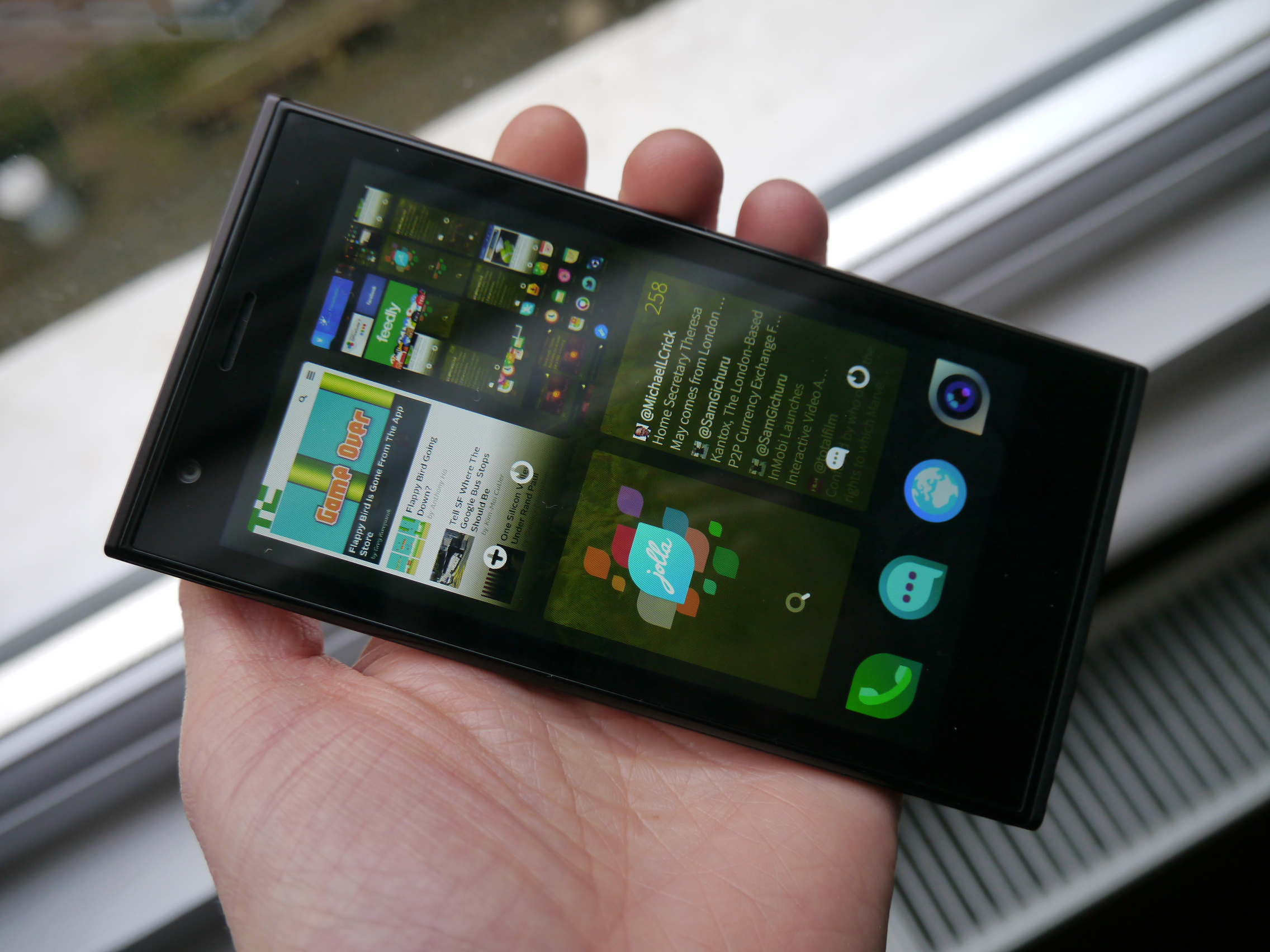 Review: Jolla Phone Has Design Flare But Sailfish's Waters Are