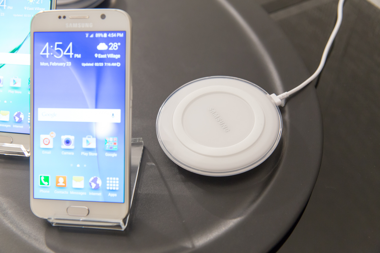 galaxy-s6-and-wireless-charger
