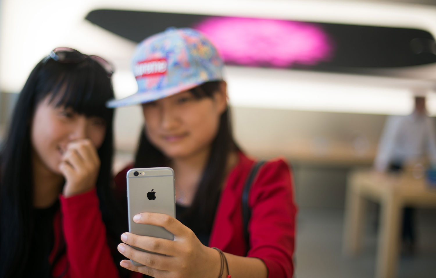 Chinese smartphone sales suffer biggest decline ever
