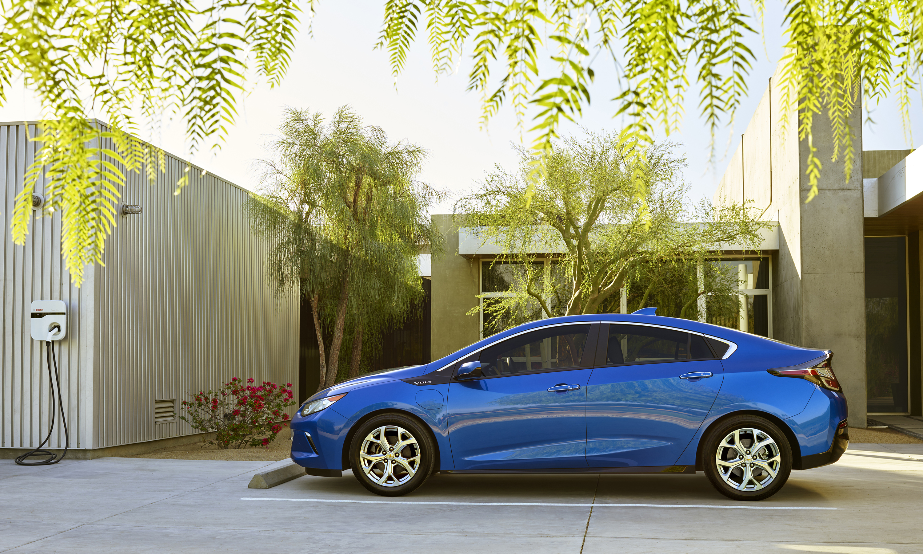 Chevy Volt Tax Credit >> The 2016 Chevy Volt Will Cost Just 26k After Tax Credits