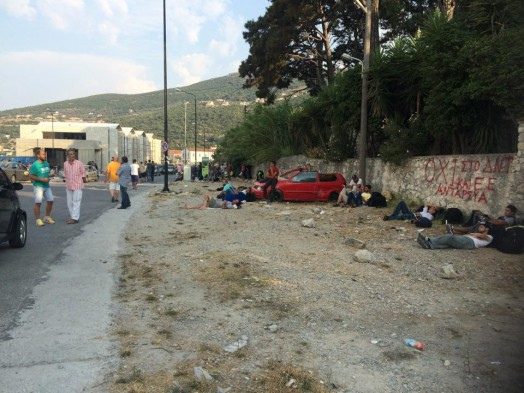 samos_refugees-waiting-around-on-island-524x393