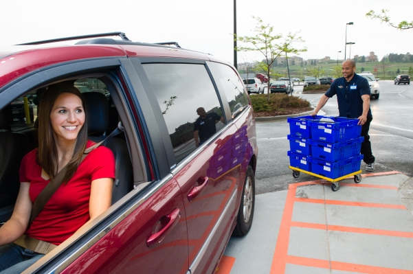 Walmart online grocery pickup bringing orders to vehicle