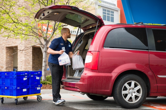 Walmart Online Grocery Pickup - placing order in vehicle