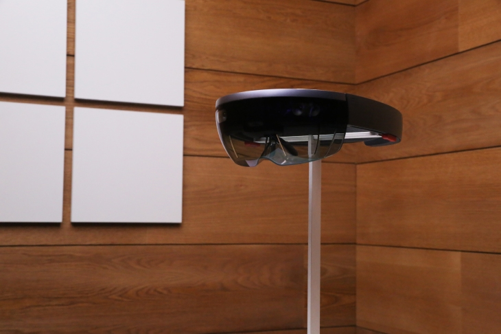 Watch Microsoft unveil the HoloLens 2 live right here