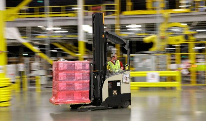 Amazon инвестирует 700 миллионов долларов США для переквалификации трети своих сотрудников в США к 2025 году.