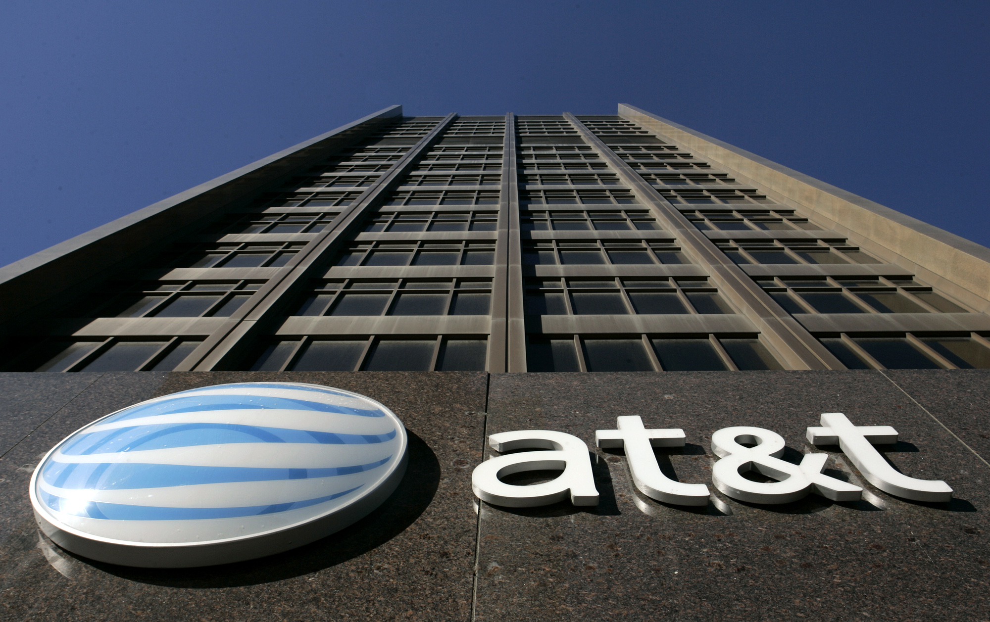 AT&T will pay $60 million after hiding data throttling