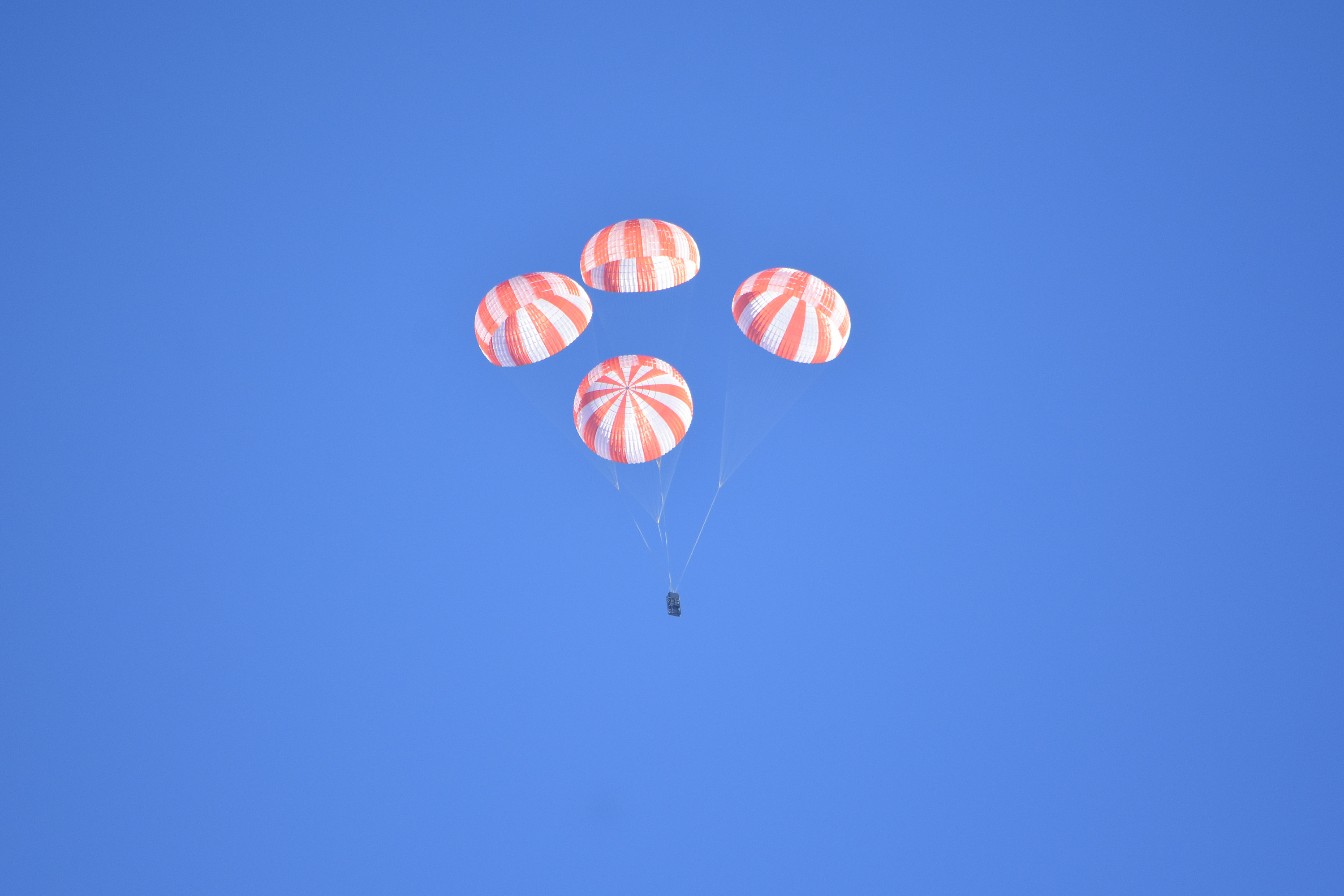 SpaceX Shares Thrilling Video of Crew Dragon Parachute Test