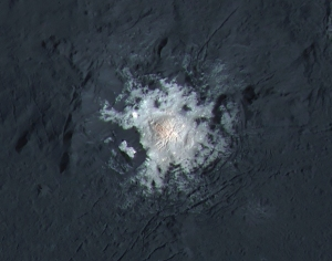 Bright spot at the center of Occator Crater / Image courtesy of NASA
