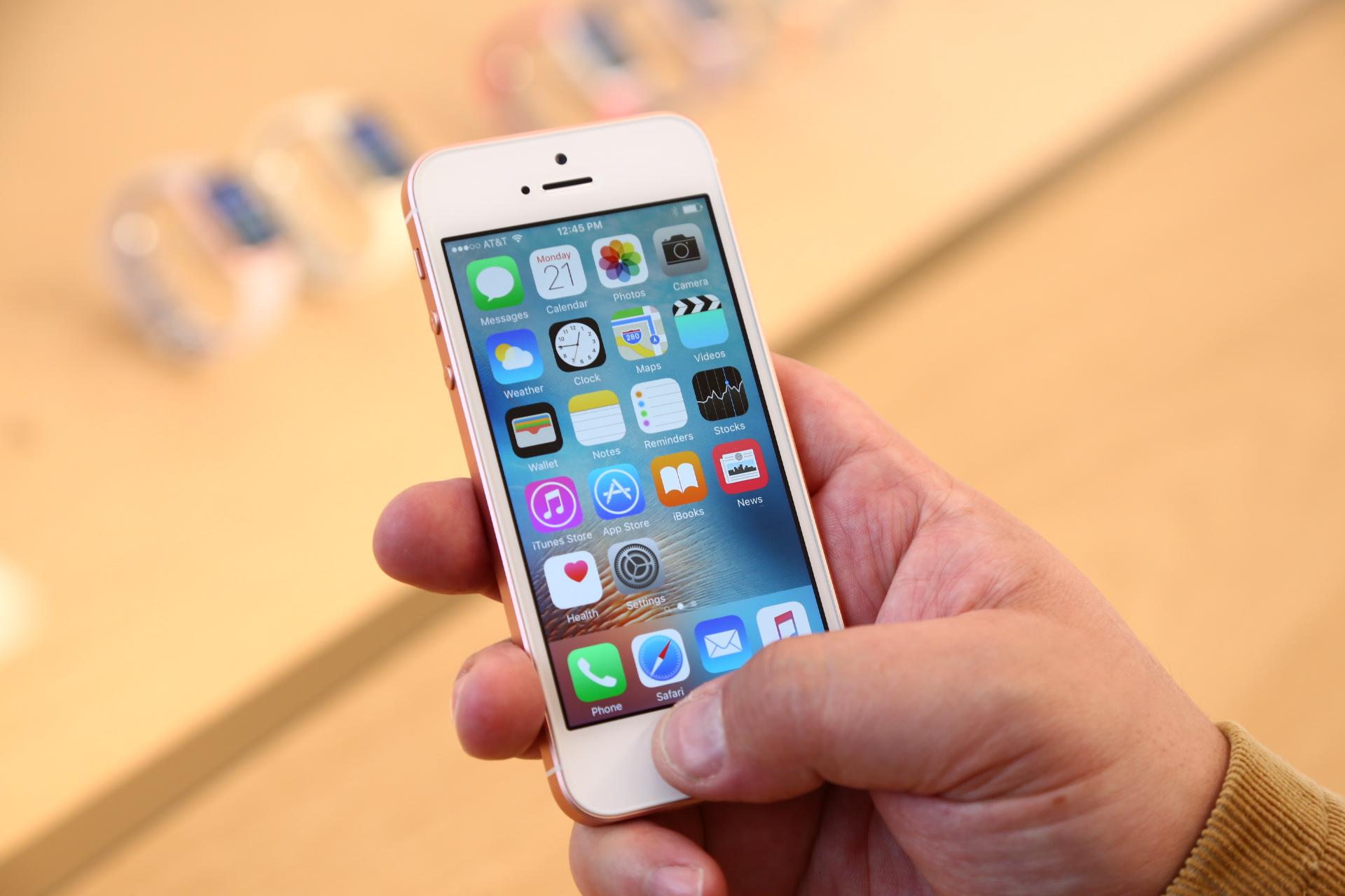 IPhone, sE 32 GB na Nyn doprava zcela zdarma Iphone, se, akce i phone za neskutenou cenu Apple iPhone, sE Najdete vhodn
