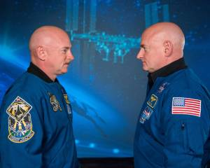Astronaut Mark Kelly and his identical twin brother Scott Kelly / Image courtesy of NASA