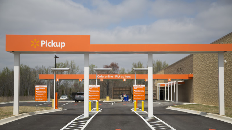 Walmart expands its curbside grocery pickup service in the ...