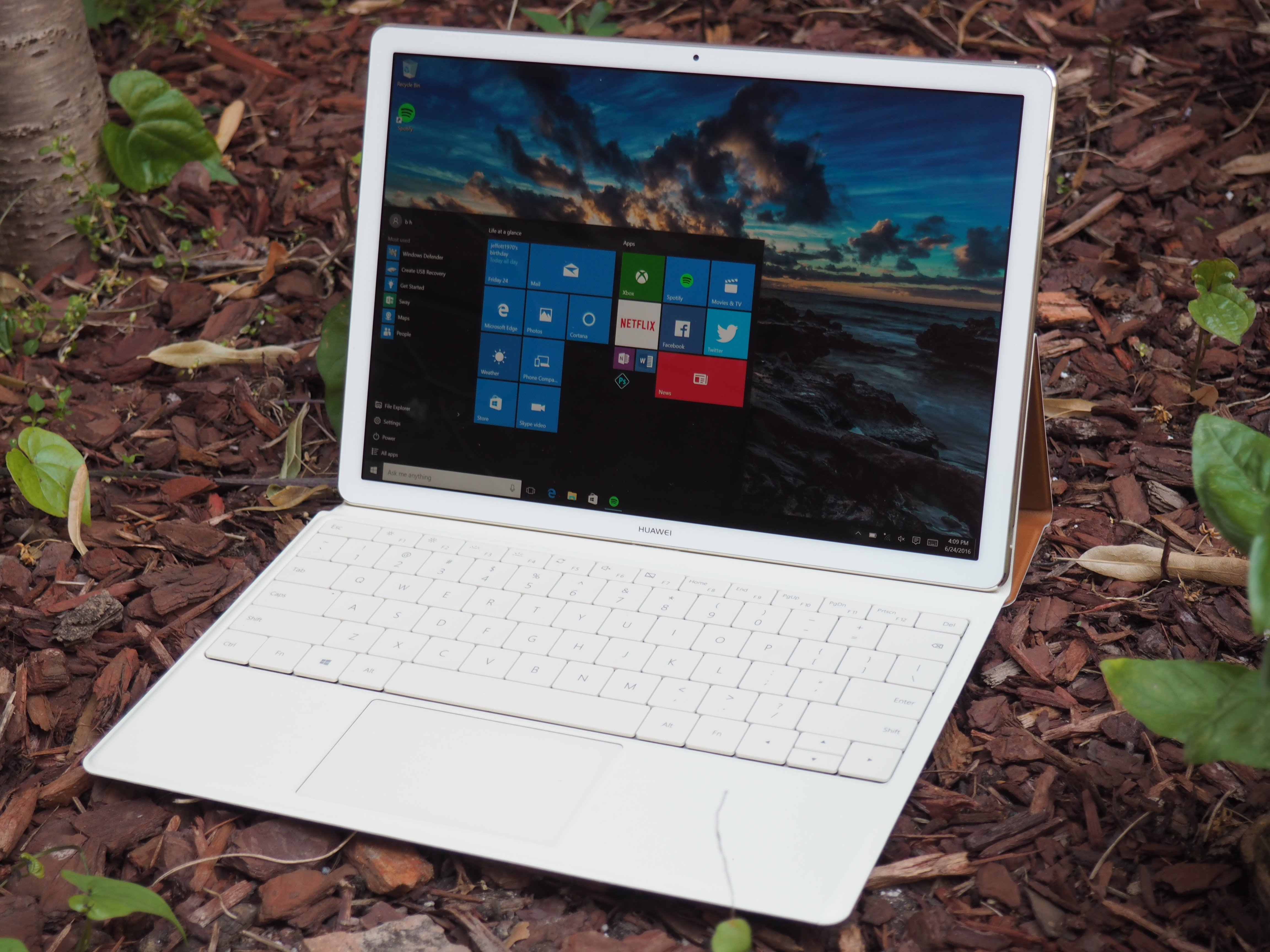 Huawei's MateBook is a solid 2-in-1 that still has some work to do