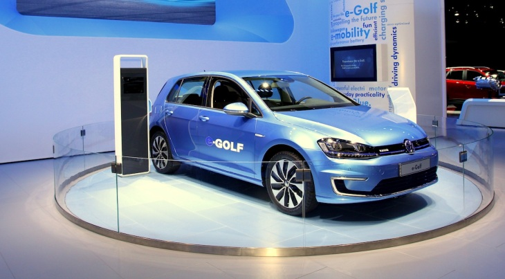 Volkswagen S E Golf Gets A Range Boost To 125 Miles For 2017
