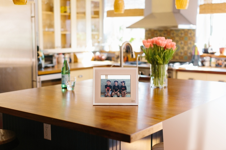 Aura rethinks the digital picture frame with smarter software ...