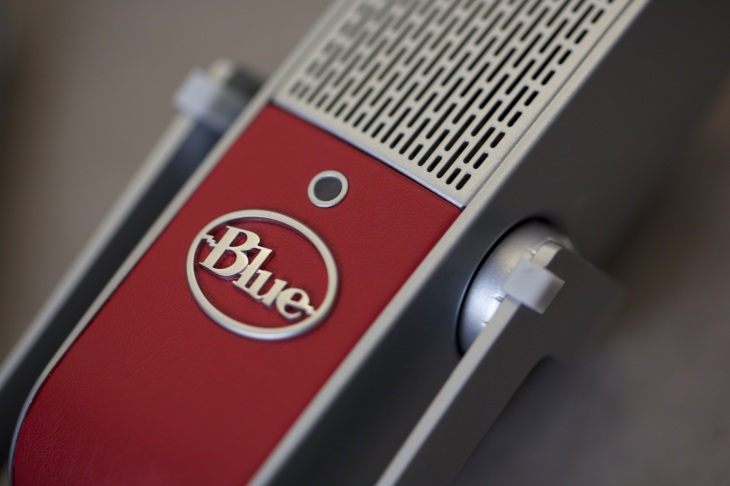 Blue's latest podcasting mic goes super portable | TechCrunch
