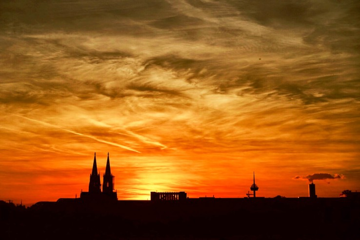 This is a photo of a sunset over Cologne. It was taken on a mirrorless camera, copied using Wi-Fi to my smartphone, edited using Enlight, then shared to Instagram within a couple of minutes of being taken. If my camera didn't have Wi-Fi, it would probably still be sitting on a memory card somewhere. That would be sad. Let's talk about why.