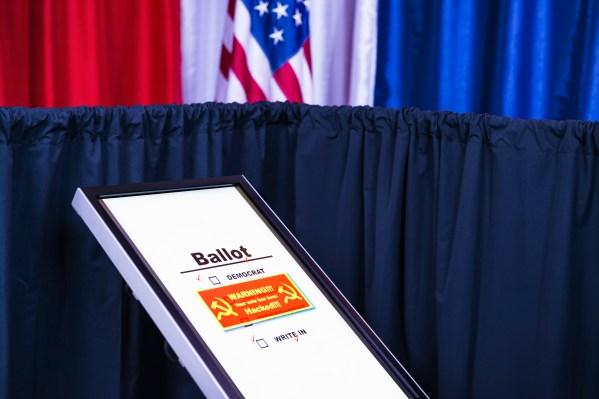 ตัวแทนจาก DHS, FBI และ ODNI พบกับ บริษัท เทคโนโลยีที่ Facebook เพื่อพูดคุยเกี่ยวกับความปลอดภัยในการเลือกตั้ง thumbnail