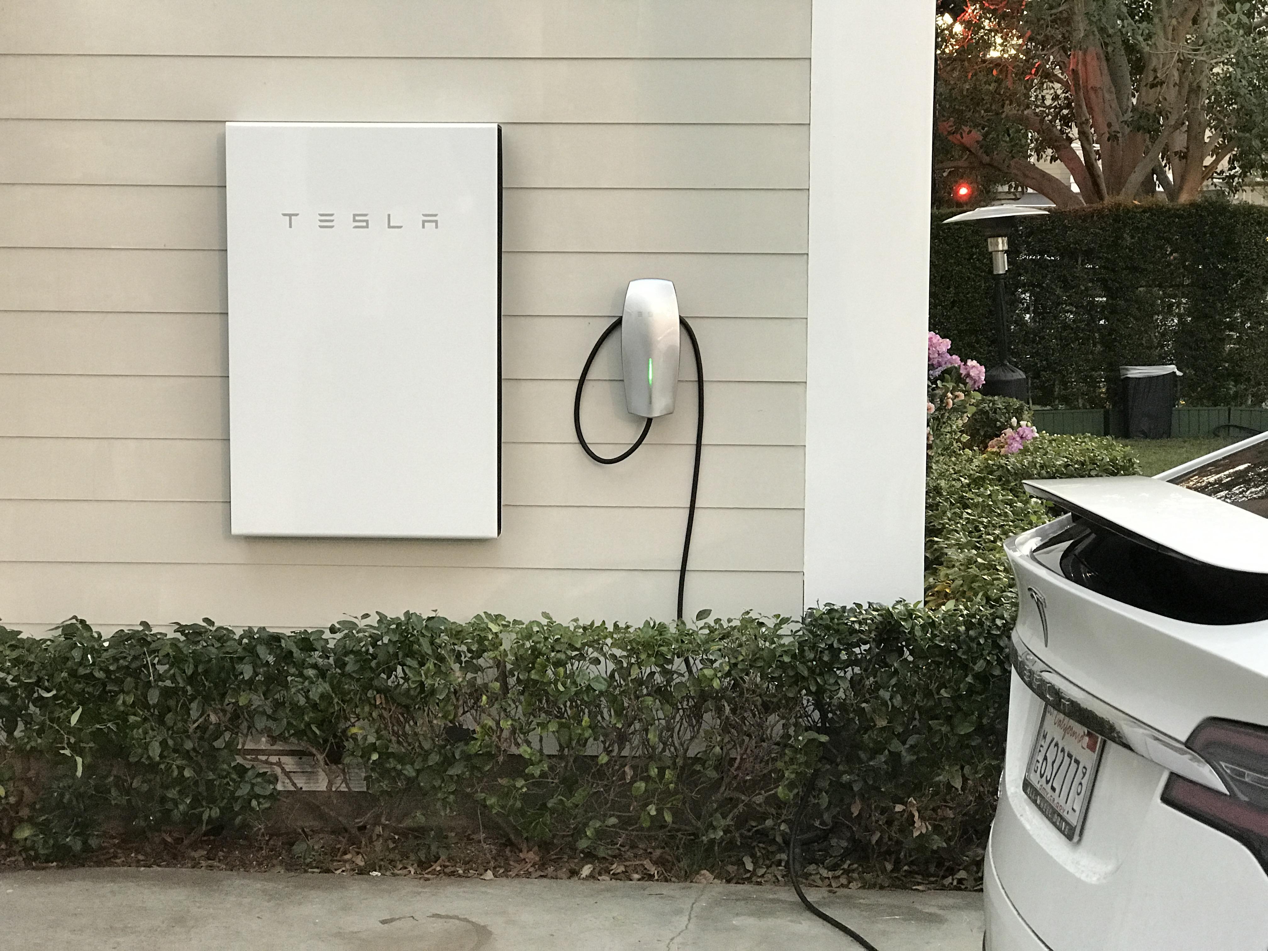 Tesla Powerwall 2 >> Tesla S Powerwall 2 Packs Over Twice The Energy Storage Techcrunch