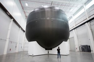 SpaceX carbon fiber oxygen tank model for ITS booster / Image courtesy of SpaceX
