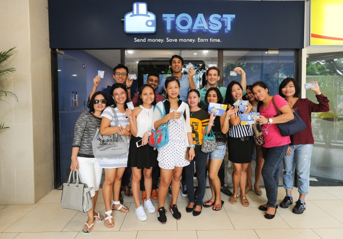toast-singapore-team-with-some-clients-aaron-siwoku-in-middle