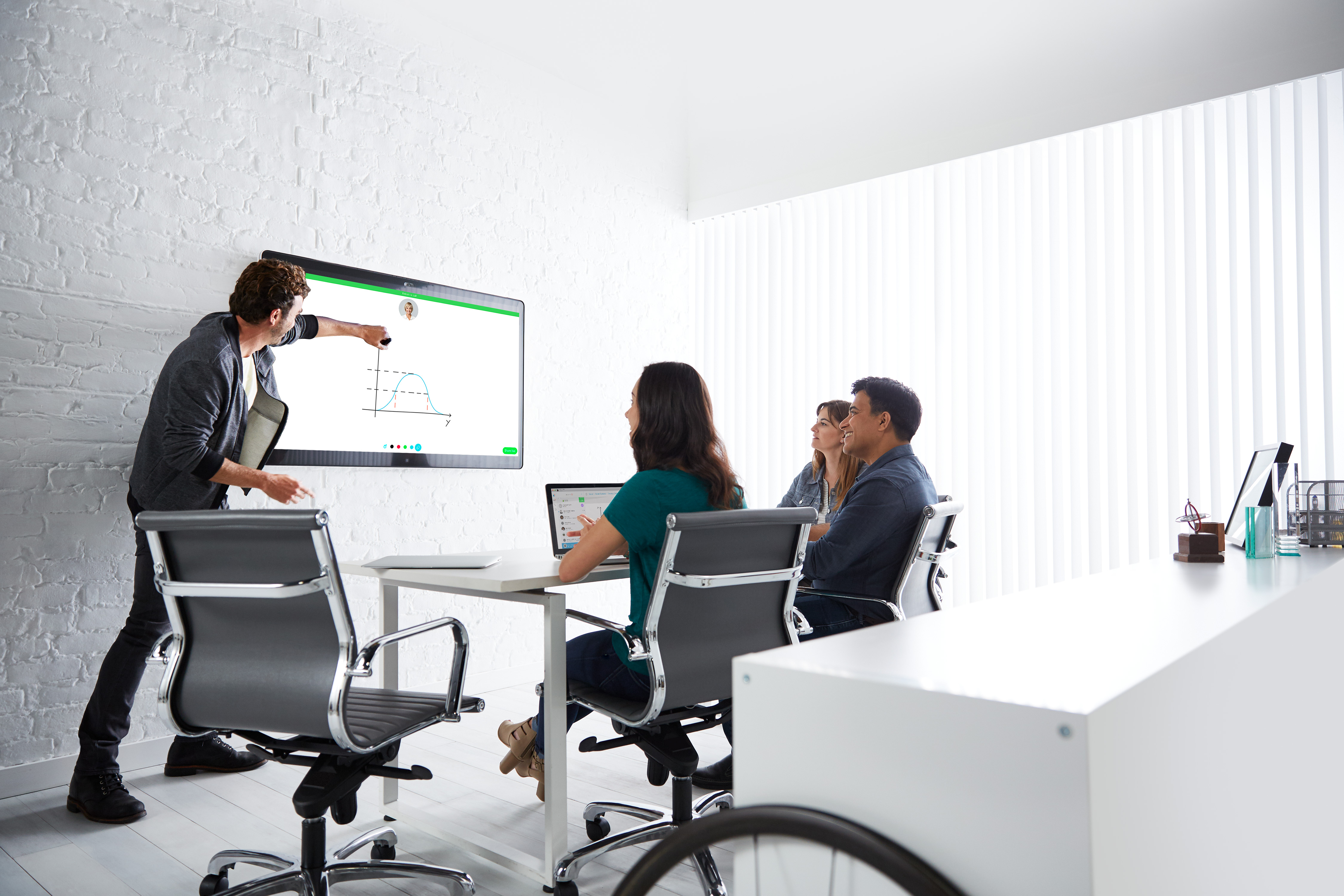Cisco debuts its own smart whiteboard priced to compete with