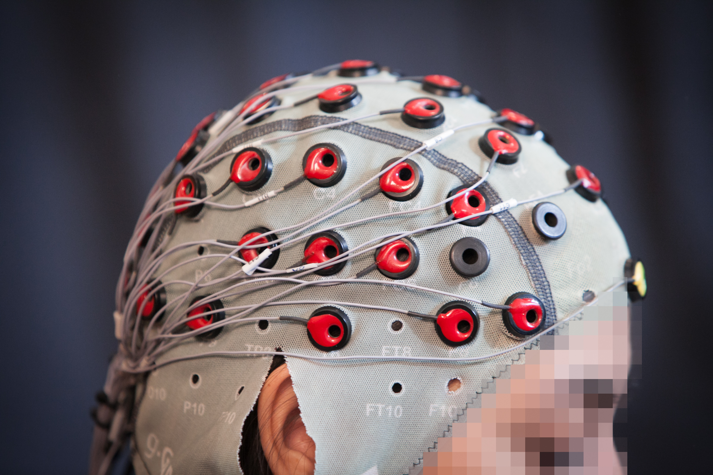 2the-team-uses-eeg-brain-signals-to-detect-if-the-person-notices-a-mistake-jason-dorfman-mit-csail