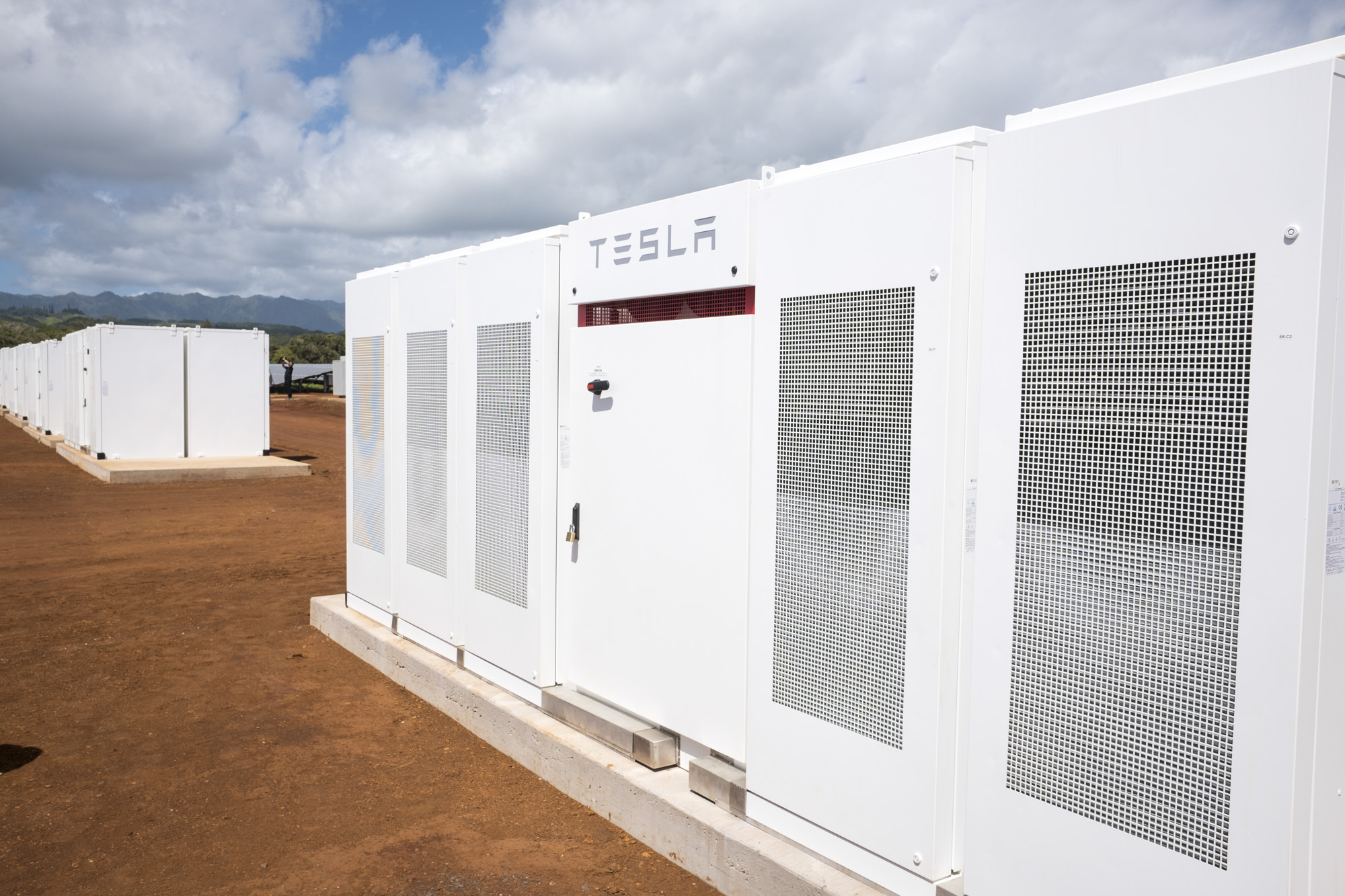 Tesla S Kauai Solar Storage Facility Offers A Glimpse Of