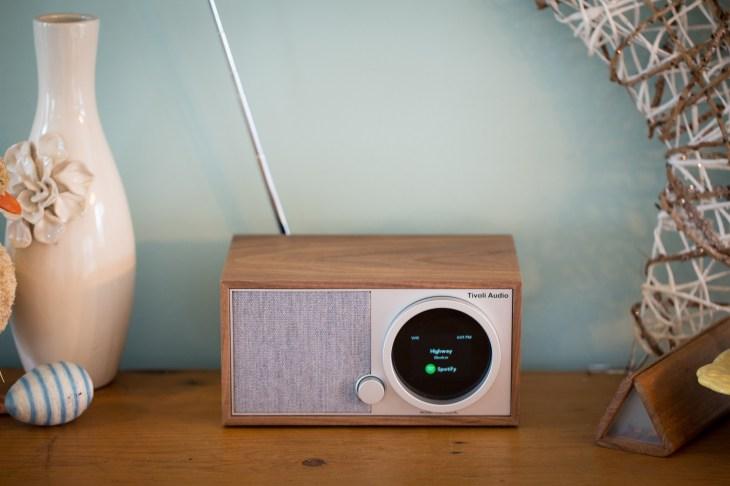 Ultramoderne The Tivoli Audio Model One Digital has retro charm, modern SF-92
