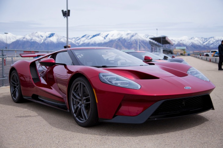 A Day On The Track With The Ridiculous 2017 Ford Gt Supercar