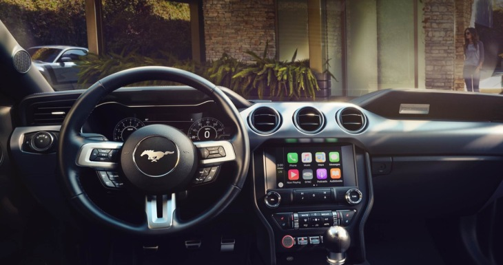Apple says CarPlay will now support third party navigation