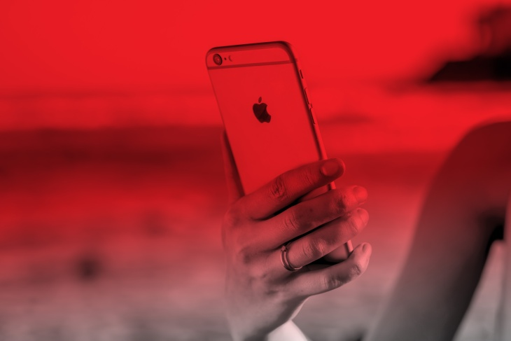 Virgin Mobile goes iPhone-only, offers a year of service for