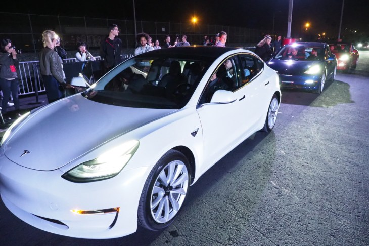 Tesla Predicts Production Rate Of 5k Model 3 Cars Per Week By Late