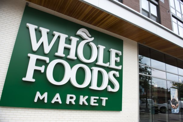 Amazon launches grocery pickup at select Whole Foods