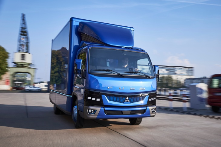 Daimler S Fuso Ecanter Trucks Which Are Fully Electric And Have A Range Of 60 Miles Per Charge Making Their Way To The U For First Time Via